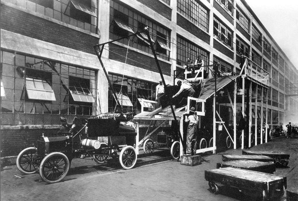 Fliessbandfertigung bei Ford 1913