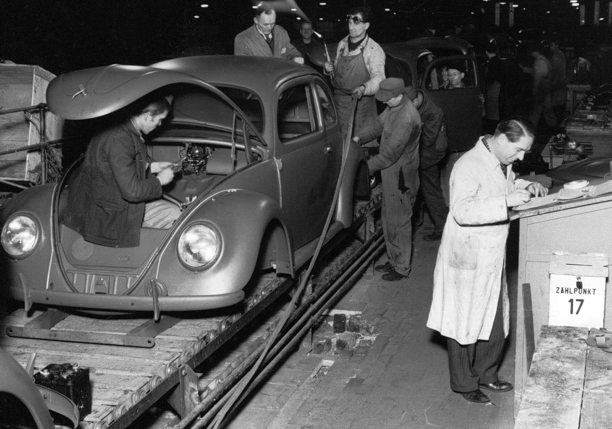 Erster VW Kaefer bei der Fertigung