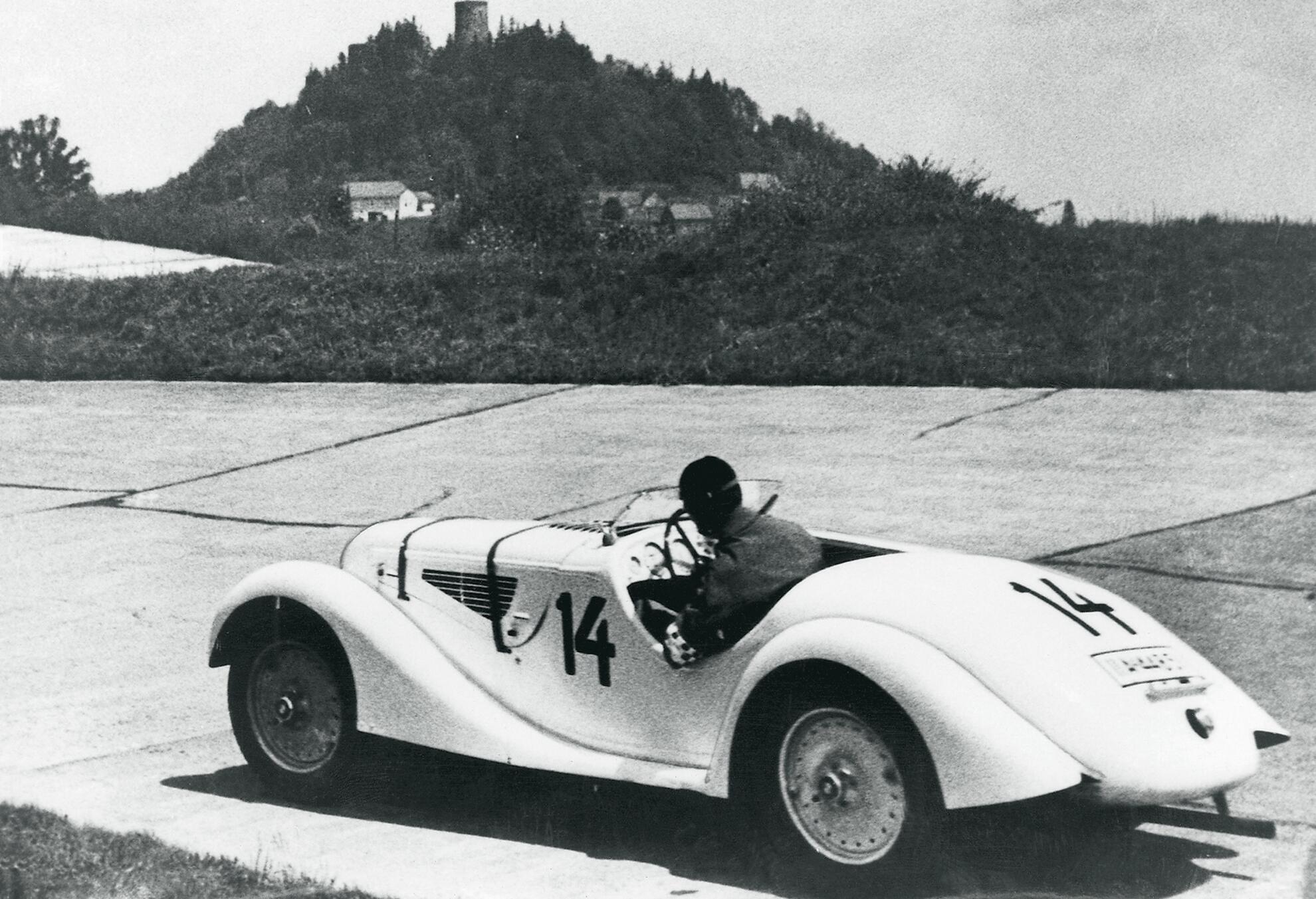 Ernst Henne gewinnt auf BMW 328 das Eifelrennen 1936