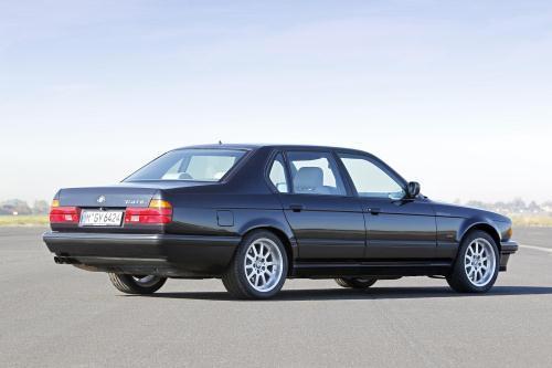 1987 Konnte Man Zwei Modelle Ordern Den 730i Und 735i Erst Im Laufe Der Zeit Kamen Weitere Modell Hinzu Wurde Das 750i Eingefuhrt