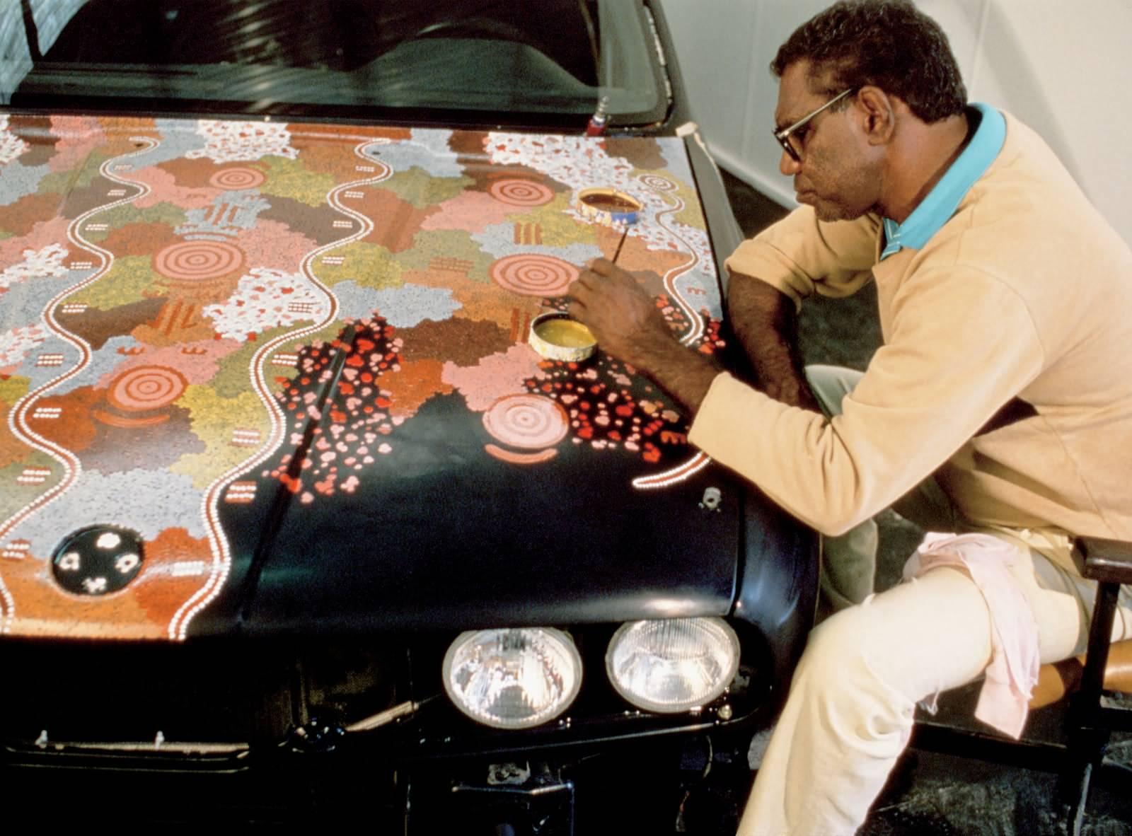 Michael Jagamara Nelson bemalt einen BMW M3 Gruppe A Rennversion