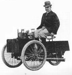 Albert de Dion am Steuer seines motor-getriebenen Dreirads