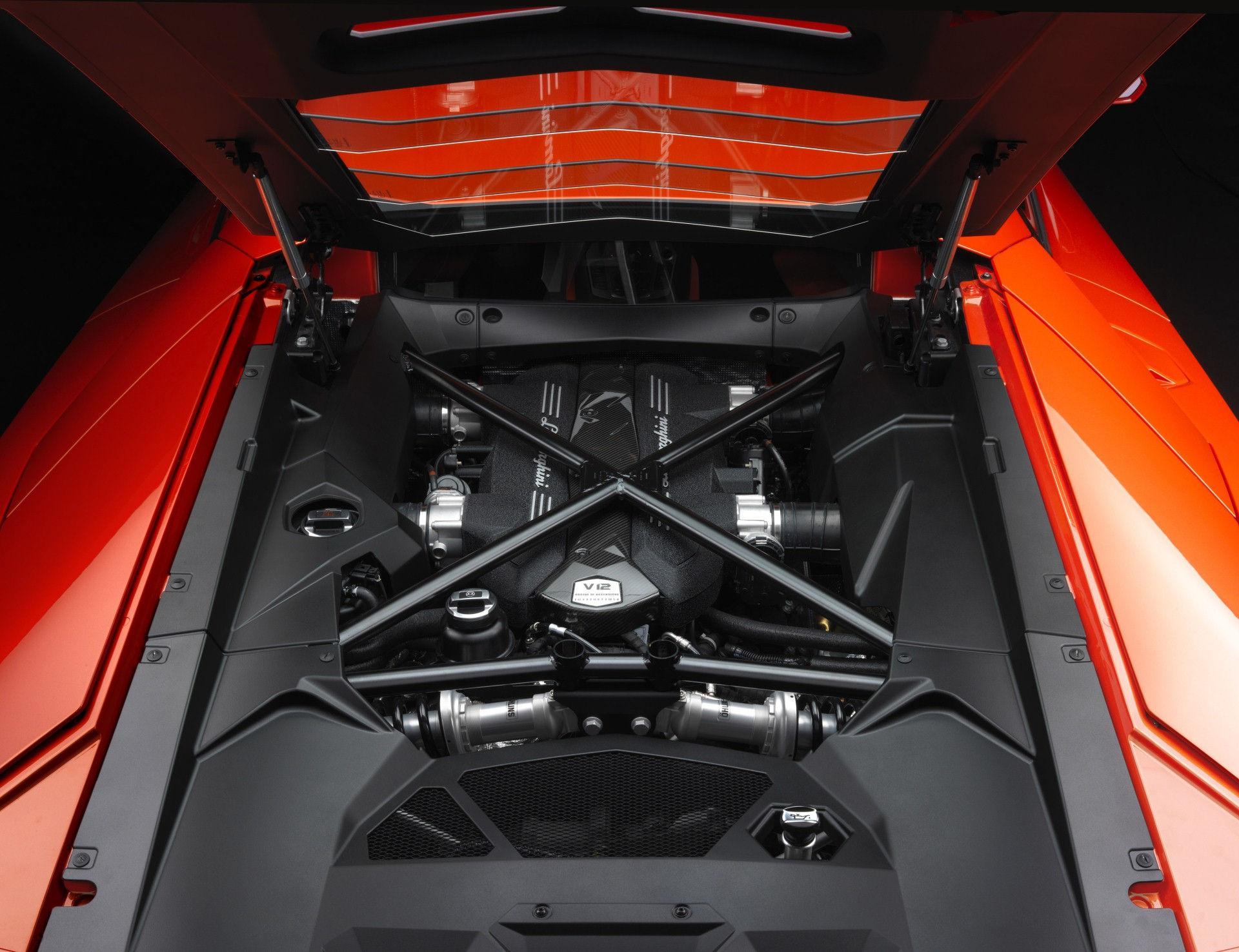 Lamborghini LP 700-4 - Motor