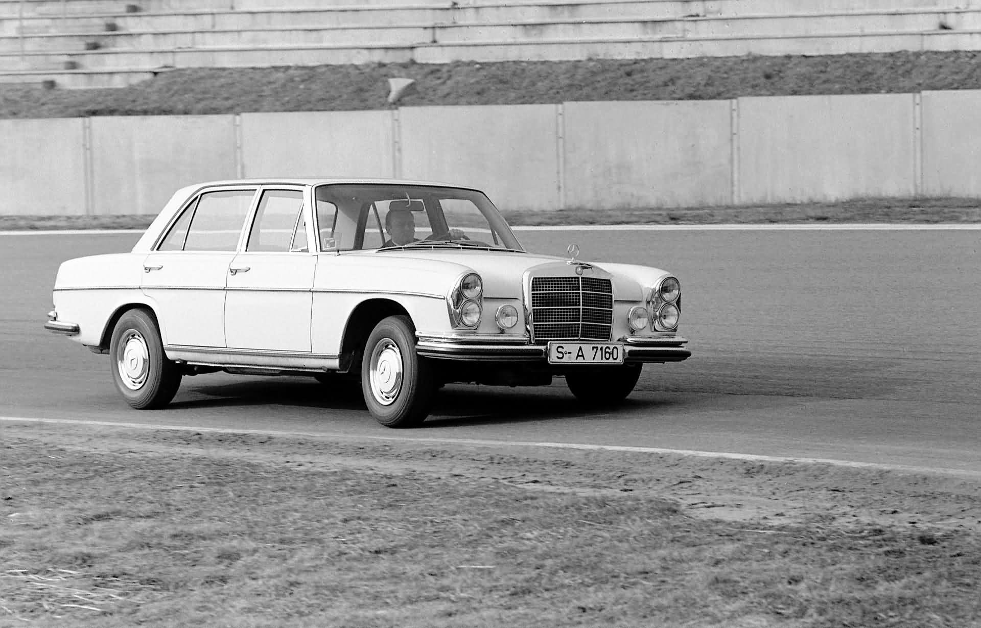 Mercedes-Benz 300 SEL - W 109
