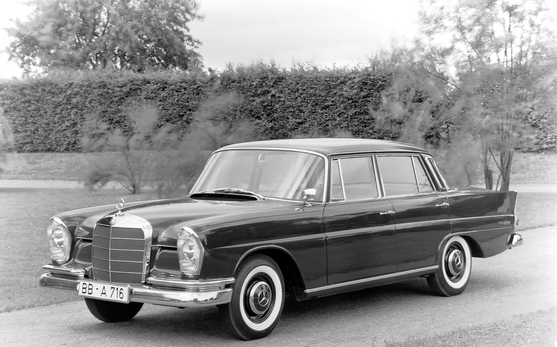 Mercedes-Benz 220 b W 111