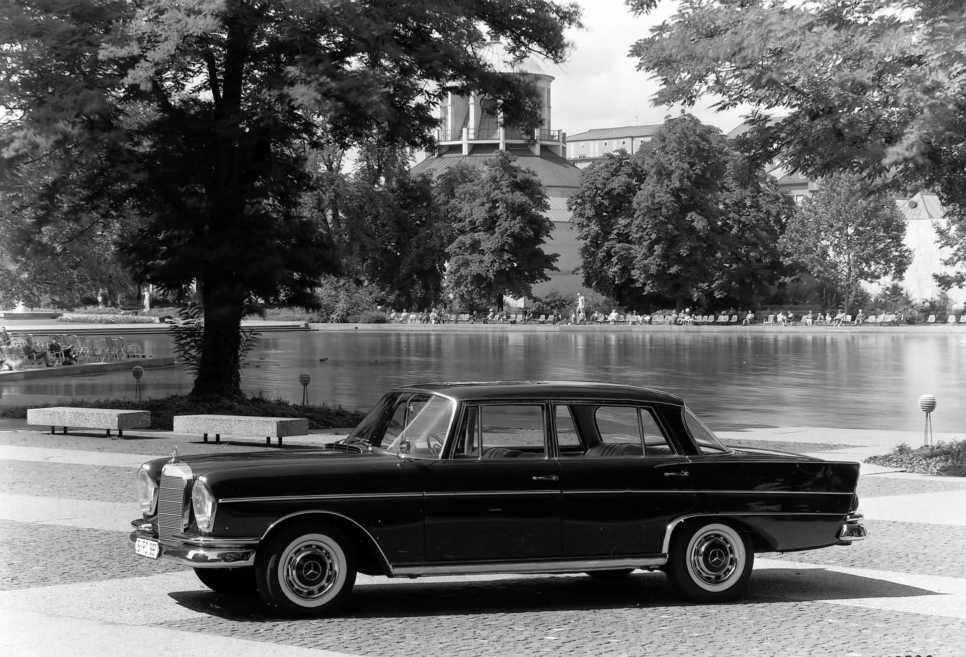 Mercedes-Benz 300 SE lang W 112