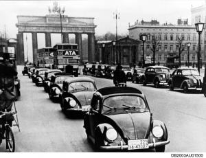 1938-Die-ersten-Kaefer-der-Vorserie-VW-38