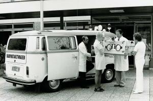 VW-Bulli-T2-Sonderfahrzeug-Babynotfallwagen