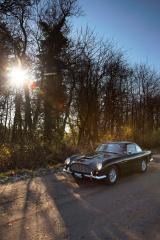 Aston-Martin-DB5-Exterieur-Seitenperspektive-in-Fahrt