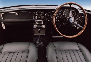 Aston-Martin-DB5-Interieur-Cockpit