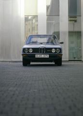 BMW-5er-E12-Frontansicht-
