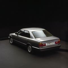 BMW-5er-E34-Heckansicht-