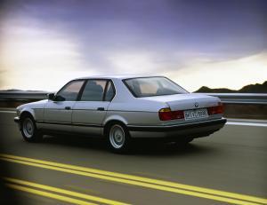 BMW-740i-E32-
