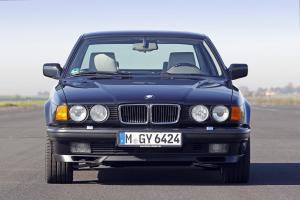 BMW-750iL-E32-