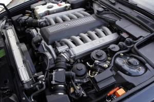 BMW-750iL-E32-12-Zylindermotor