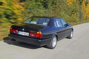 BMW-750iL-E32-Heckansicht