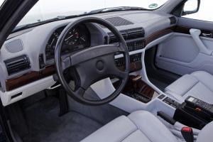 BMW-750iL-E32-Innenraum-Fahrer