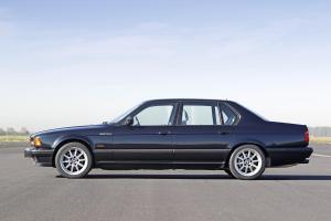 BMW-750iL-E32-von-der-Seite