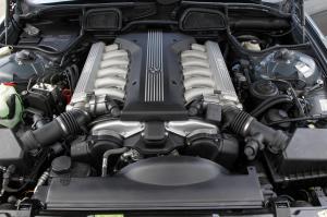 BMW-E38-750iL-12-Zylindermotor