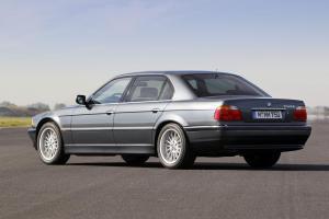 BMW-E38-750iL-Heckansicht