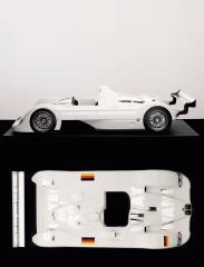 Jenny-Holzer-BMW-V12-LMR-2