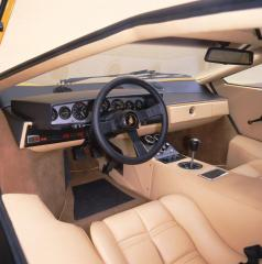 lamborghini-countach-lp400-cockpit