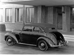 mercedes-benz-220-cabriolet-b-w-187-geschlossenes-verdeck