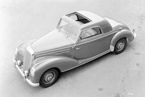 mercedes-benz-220-coupe-w-187-draufsicht