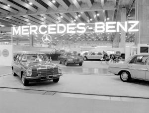 mercedes-benz-strich-acht-baureihen-w115-w114-ausstellung