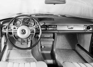 mercedes-benz-strich-acht-baureihen-w115-w114-cockpit