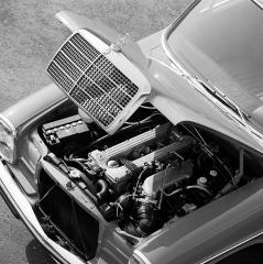 mercedes-benz-strich-acht-baureihen-w115-w114-motor-