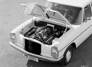 mercedes-benz-strich-acht-baureihen-w115-w114-motor