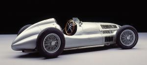 mercedes-benz-rennwagen-Typ-w-165-seitenansicht