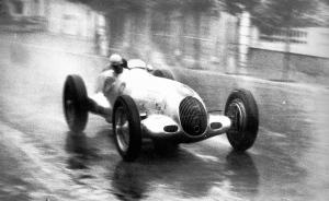 mercedes-benz-rennwagen-w-25-regenrennen
