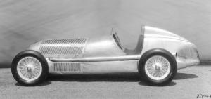 mercedes-benz-rennwagen-w-25-seitenansicht