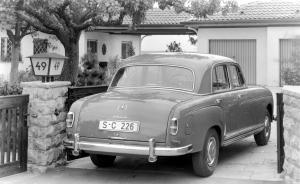 mercedes-benz-220-s-1