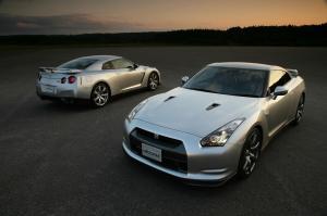 Nissan-GT-R-Modell-2007-Doppelpack