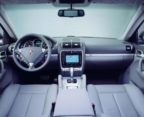 porsche-cayenne-turbo-cockpit