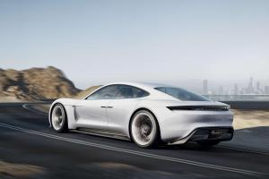 Porsche-Mission-E-Exterieur-Heckperspektive