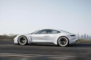 Porsche-Mission-E-Exterieur-Seite