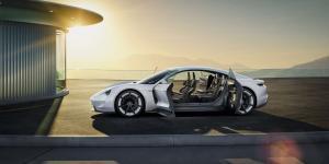 Porsche-Mission-E-Exterieur-offene-Tueren